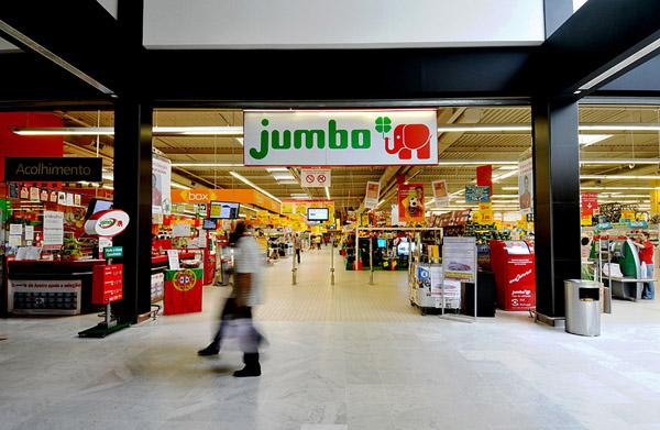 O Shopping Center do Litoral Alentejano e do Terminal Rodoviário em na cidade de Sines JUMBO02